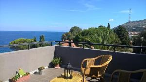 Ein Balkon oder eine Terrasse in der Unterkunft Panoramico appartamento sullo Stretto di Messina