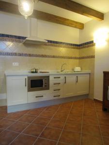 Una cocina o zona de cocina en Refugio del Segura