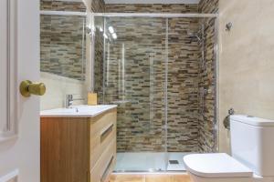Ein Badezimmer in der Unterkunft Luminoso Apartamento El Rastro