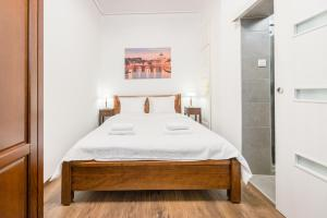 A bed or beds in a room at Oasis Apartments - Budapest Broadway II