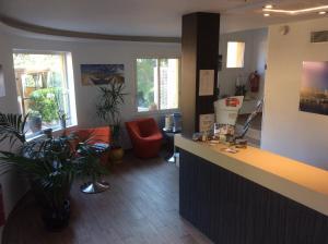 Hall ou réception de l'établissement Hôtel Corniche du Liouquet