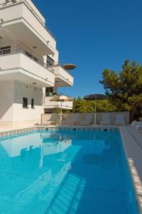 The swimming pool at or near Aparthotel Punta Blu