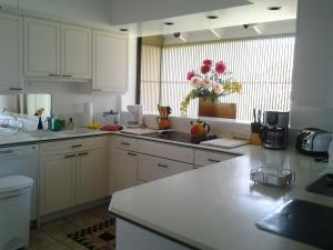 A kitchen or kitchenette at Paradise at Ehupua