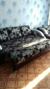 A bed or beds in a room at Apartment on Leningradskiy 1