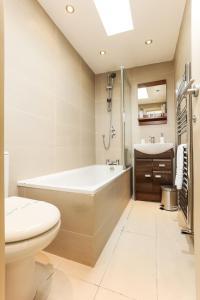 Een badkamer bij CDP Apartments – Belsize Park