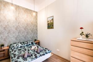 A bed or beds in a room at BpR D8 Premier Apartment