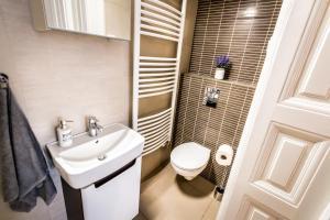 A bathroom at BpR D8 Premier Apartment
