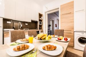 Breakfast options available to guests at BpR D8 Premier Apartment