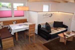 Ein Sitzbereich in der Unterkunft Ferienwohnung Trixl