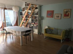 Een zitgedeelte bij Appartement Oostende