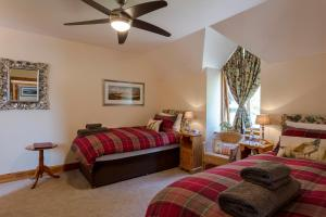 A seating area at Braemore Square Self Catering Apartments