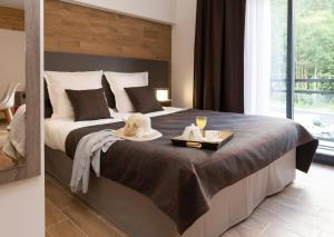 A bed or beds in a room at Résidence Prestige Odalys Isatis