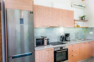A kitchen or kitchenette at Sunrise Rent Rooms