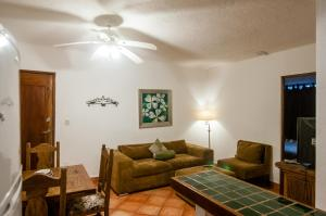A seating area at Casa Del Sol