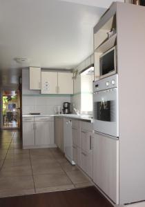 Cuisine ou kitchenette dans l'établissement Relais de Lynell