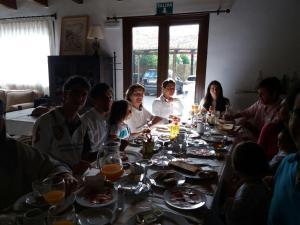 Un restaurante o sitio para comer en Refugio del Segura