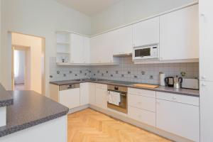 A kitchen or kitchenette at Central 145sqm-Apartment