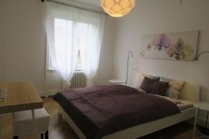 A bed or beds in a room at Zurich Furnished Apartments