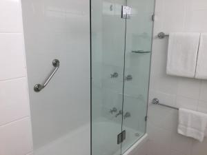 A bathroom at Coogee Sands Hotel & Apartments