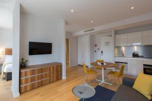 Телевизор и/или развлекательный центр в PREMIER SUITES PLUS Rotterdam