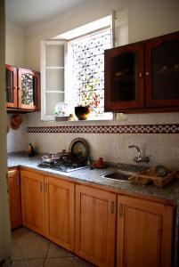A kitchen or kitchenette at Dar Ain Allo