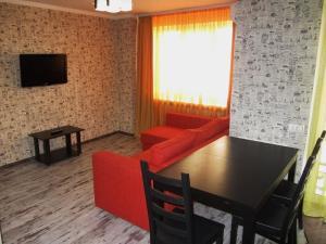 Телевизор и/или развлекательный центр в Apartment Revolutsionnaya 68-54