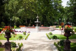 A garden outside Pałac Tłokinia