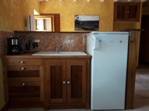 Cuisine ou kitchenette dans l'établissement le gîte de viré