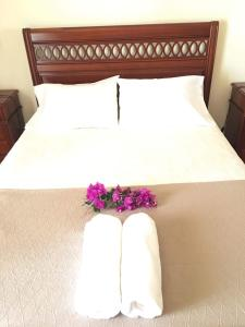 A bed or beds in a room at Villa Maria Madeira