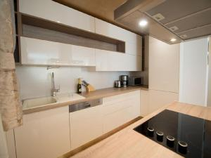 A kitchen or kitchenette at Villa Leonarda