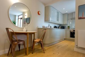 A kitchen or kitchenette at Byrne Garden 2
