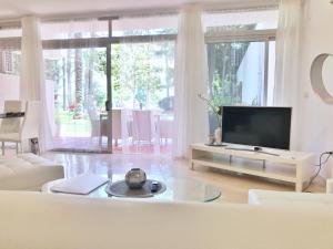 A television and/or entertainment center at Vivaldi Boutique Suites Jardines del Mar