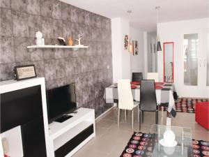 Three-Bedroom Apartment Ramon 03
