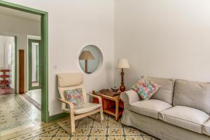 A seating area at Feels Like Home Vila Real Santo Antonio Family House