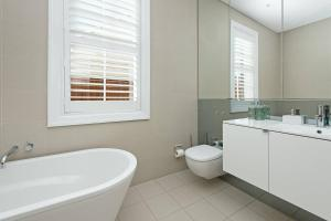 A bathroom at Stunning Architectural Family House In Rozelle