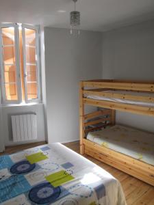 Un ou plusieurs lits superposés dans un hébergement de l'établissement Appartement de charme à la montagne