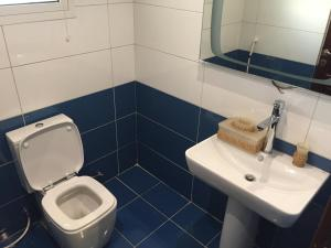 A bathroom at Romance Chalet