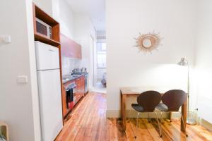 A kitchen or kitchenette at Flinders Lane - Studio Apartment
