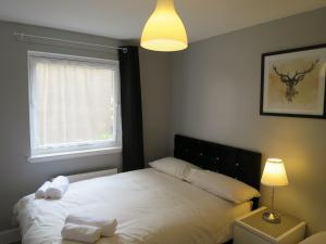 A bed or beds in a room at Gilmours Entry