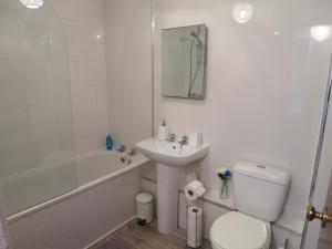 A bathroom at Gilmours Entry
