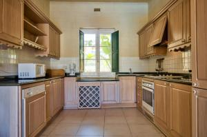 A kitchen or kitchenette at Ziffa