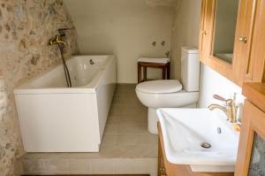 A bathroom at Ev Zin Holiday Home Rodia