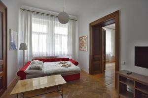 Кровать или кровати в номере Apartment Josefská 2