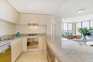 A kitchen or kitchenette at Apartment Sergeants Lane(F1602)