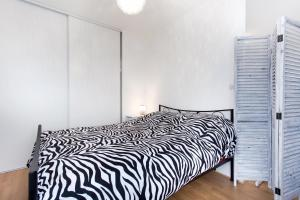 A bed or beds in a room at Sweet Home Toulouse Centre