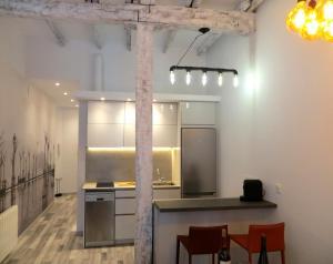 Una televisión o centro de entretenimiento en Bartolo Beach Apartment