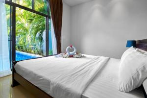 A bed or beds in a room at Two Bedroom Villa Onyx