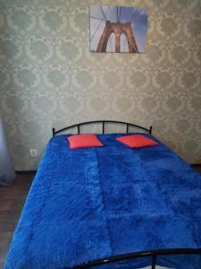 Кровать или кровати в номере Apartment on Prosect Octyabrya