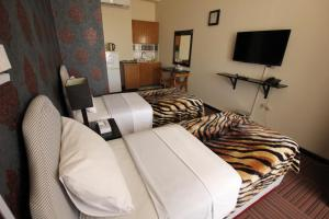 A bed or beds in a room at Horizon Hotel Apartments