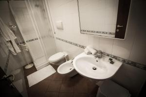 A bathroom at Jonio Vacanze Residence